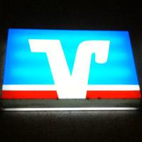 Volksbank Logo nachts