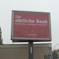 Werbetafel der Quirin Bank in Berlin